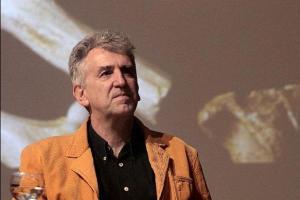 El catedrático de Paleontología Humana de la Universidad Complutense de Madrid Juan Luis Arsuaga, durante una conferencia en la Universidad de La Laguna sobre los descubrimientos del yacimiento de Atapuerca y sus implicaciones para el conocimiento de la evolución del cerebro humano. EFE