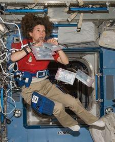 Mujer en la ISS