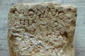 Piedra miliar Via Augusta