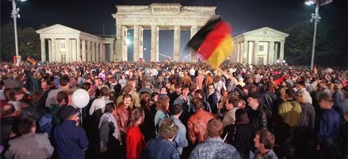 Ante la puerta de Brandeburgo, en Berlín, el 3 de octubre de 1990.